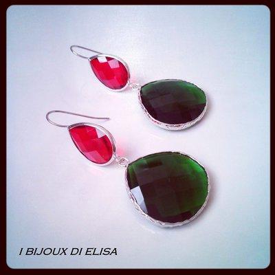 Orecchini con cristalli verdi e rossi
