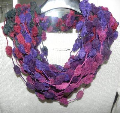 Sciarpa scaldacollo collana in filato pon pon handmade multicolore