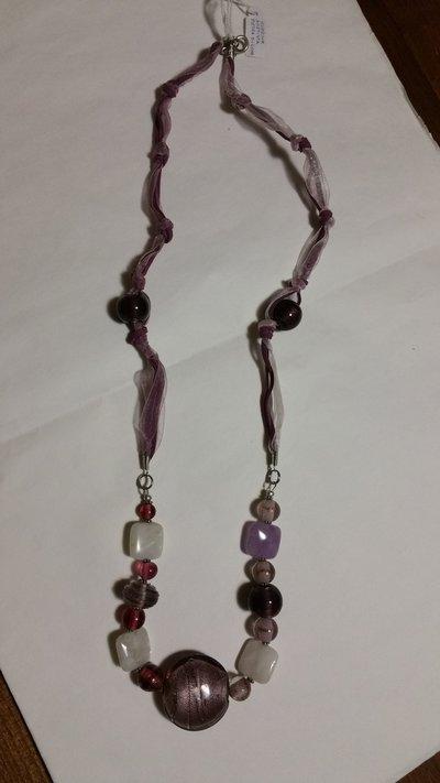 Collana lunga con pietre lilla/rosa