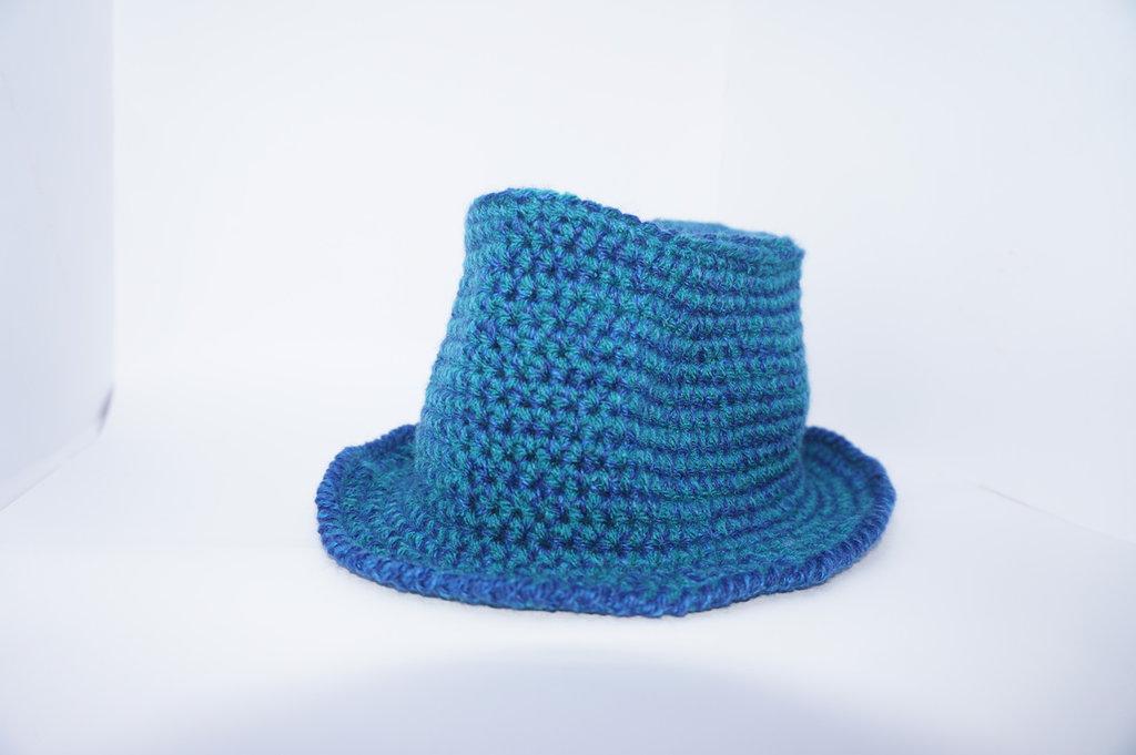 Cappello lana donna, blu, modello borsalino. tutti i colori. lavorato a mano,