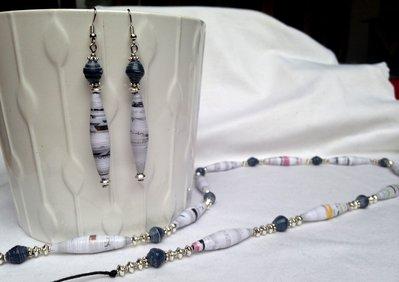 Parure Collana e Orecchini con perle di carta bianche e blu fatte a mano