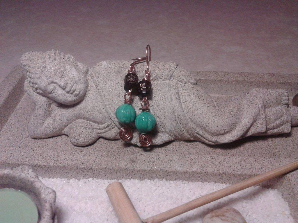 Orecchini spirale di rame e perla turchese