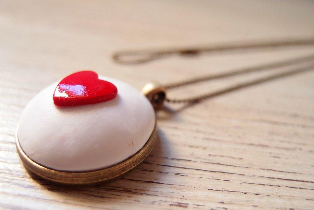 Collana Vintage con pendente Cuore Rosso, collana cuore, collana lunga, ciondolo cuore rosso, regalo san valentino, infiniti, gioielli con cuore, cuore rosso lucido, nickel free