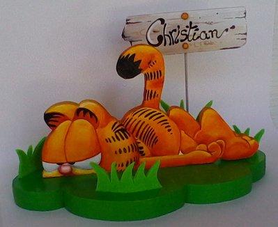 Creazione in legno con nome, rappresentato da un simpatico gatto realizzato e dipinto a mano