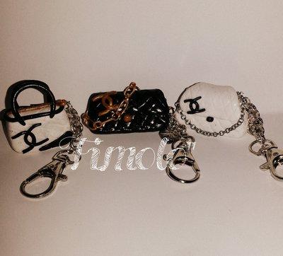 miniature di borsine firmate in fimo con portachiavi e charms