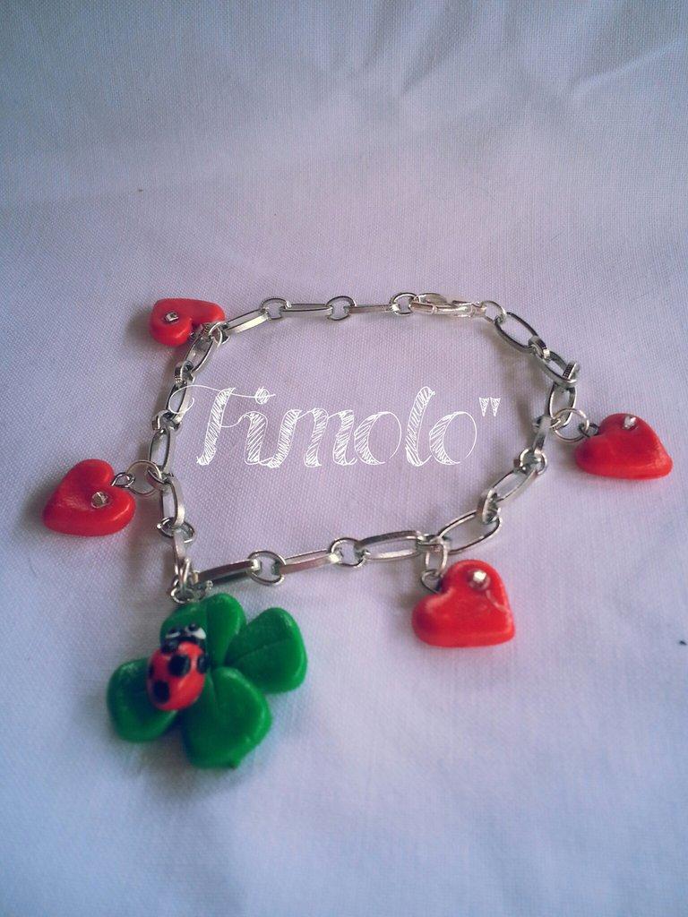 braccialetto con cuori e quadrifoglio portafortuna in fimo per san valentino