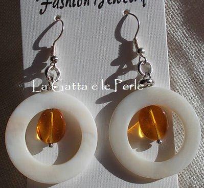 Orecchini con Cerchi in Madreperla e Vetro Arancione
