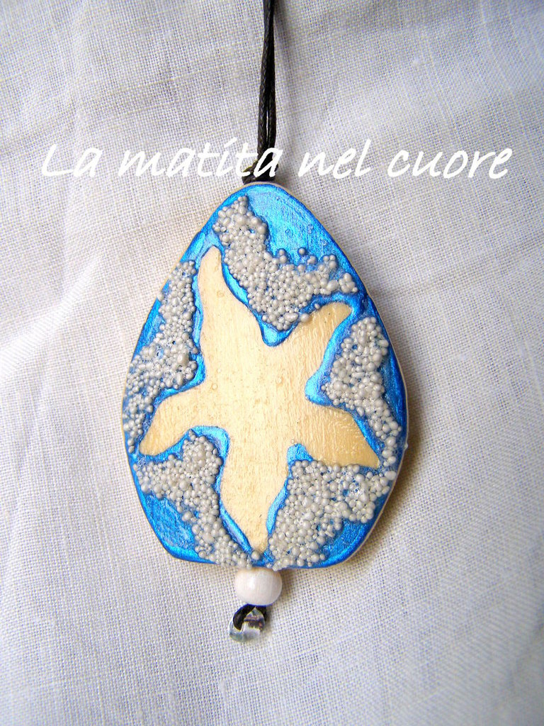 Ciondolo legno stella marina dipinto a mano forma a goccia