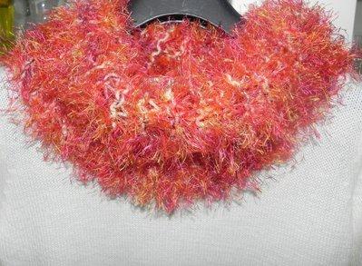 Sciarpa scaldacollo ad anello multicolore con piuma morbidissima