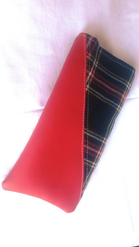 porta occhiali unisex in stoffa scozzese ed eco pelle rosso
