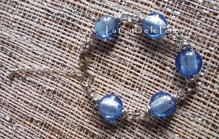 Bracciale con Perle in Vetro Celeste a forma di pastiglia