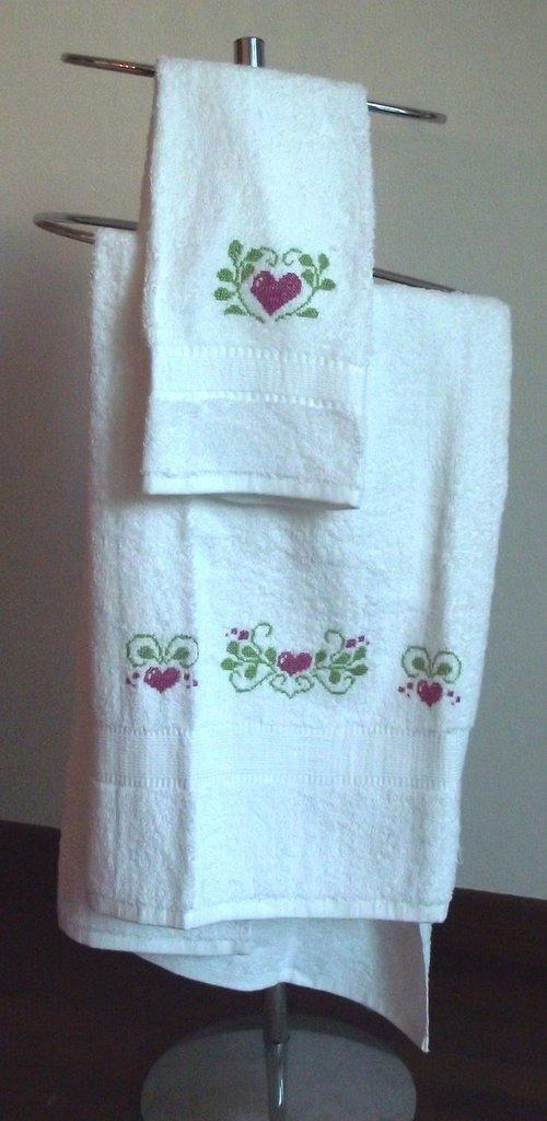 Asciugamani bianchi con cuori