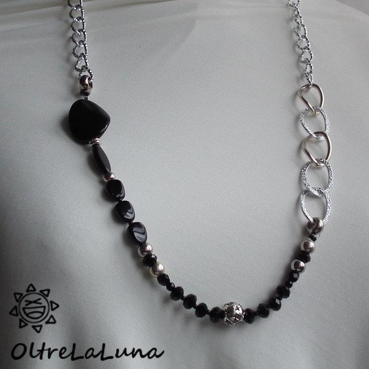 Collana con perle e pietre sfaccettate nere