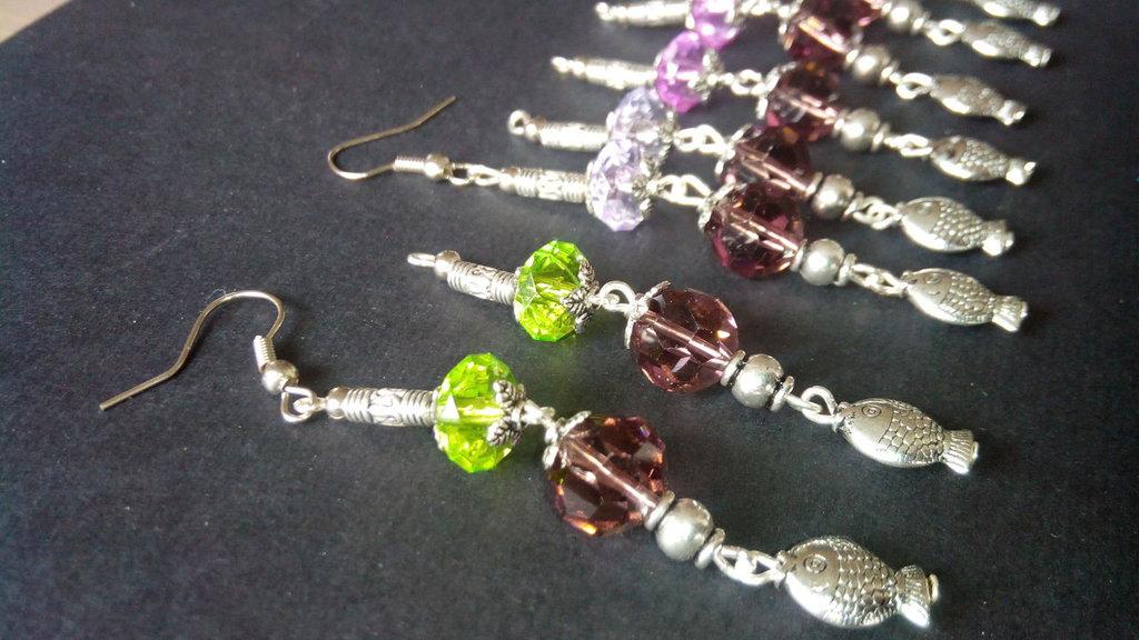 Orecchini Pendenti ciondolo con perle spaziatrici copriperle in argento tibetano e perle sfaccettate 10mm etnici