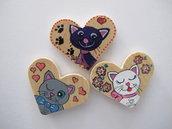 Set tre magneti in legno a cuore dipinti a mano con gatti pazzi 1