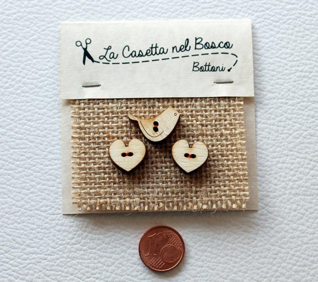 Set 3 bottoni in legno 'Cuori Tondi con uccellino'