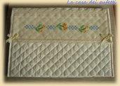 Pochette portabiancheria realizzata a mano e ricamata a punto croce