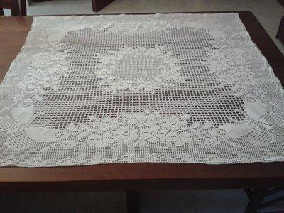 Centrino ad uncinetto con cotone bianco  - farfalle e fiori