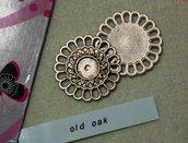 Medaglione argento anticato a forma di rosone con cerchio centrale per cabochon