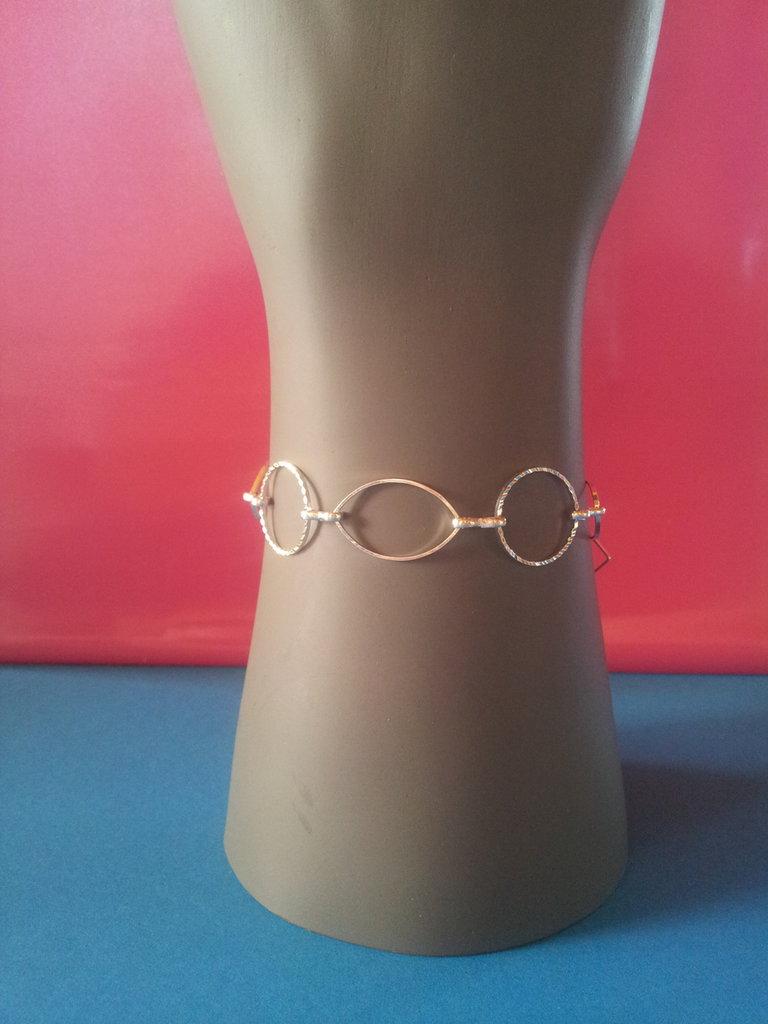 Braccialetto in metallo argentato modello Liliana.