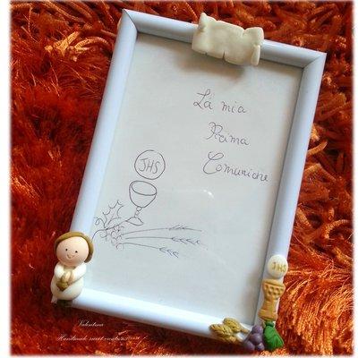 Bomboniera portafoto Comunione Bibbia Eucarestia con bimbo e pergamena