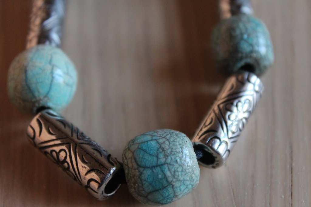 collana lunga perle in ceramica raku turchese