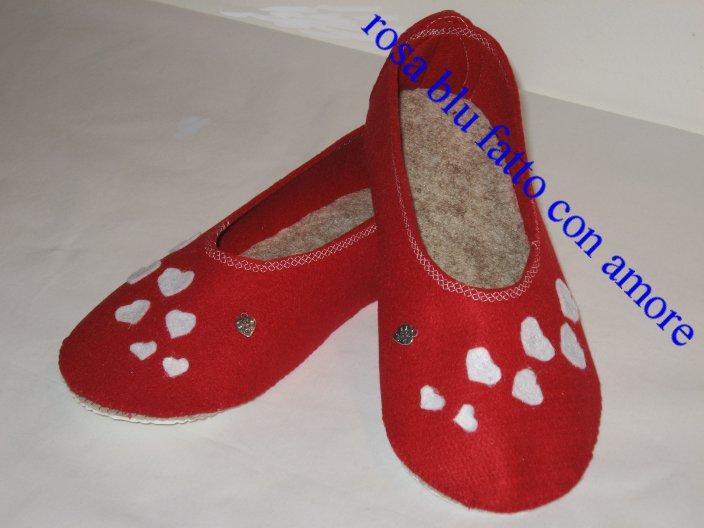 babbucce o pantofole chiuse in feltro