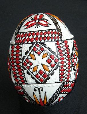 Uova di gallina dipinte a mano