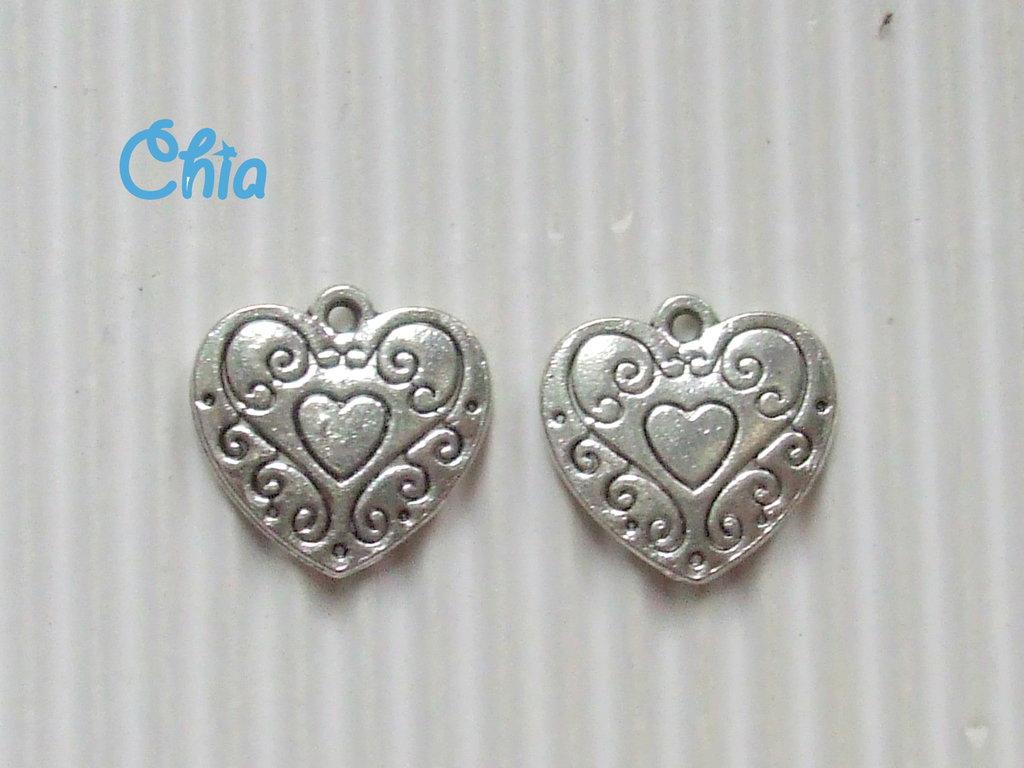 8 charms cuore  decorato 15x15mm circa