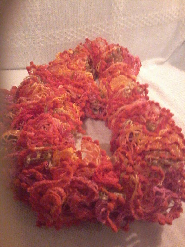 sciarpa colorata con filato a rete. VENDUTA