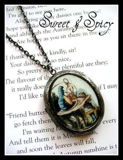 ALICE IN WONDERLAND-ALICE & THE CATERPILLAR LOCKET