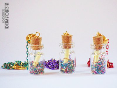 Collezione Dolcezze - Collana con bottiglietta in vetro e zuccherini colorati