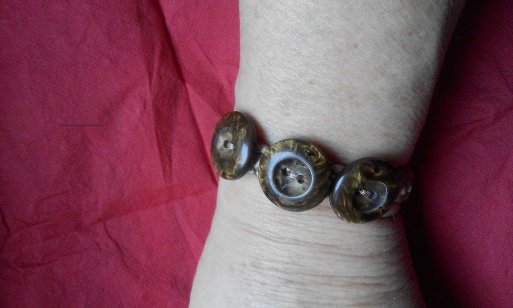 Bracciale macramé decorato con bottoni