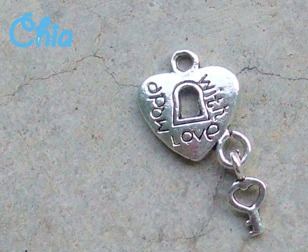 "6 charms cuoricini lucchetto ""made with love"" con chiave"