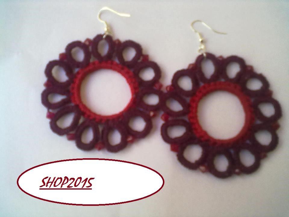 orecchini  a fiore bordeaux  realizzati al chiaccherino con perle  7 cm dia