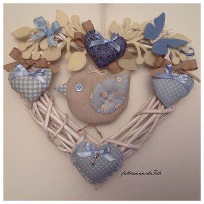 Cuore/fiocco nascita con uccellino e cuori azzurri