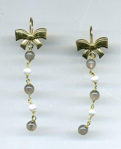 Orecchini pendenti in argento dorato con fiocco e cascatina di pietre semipreziose