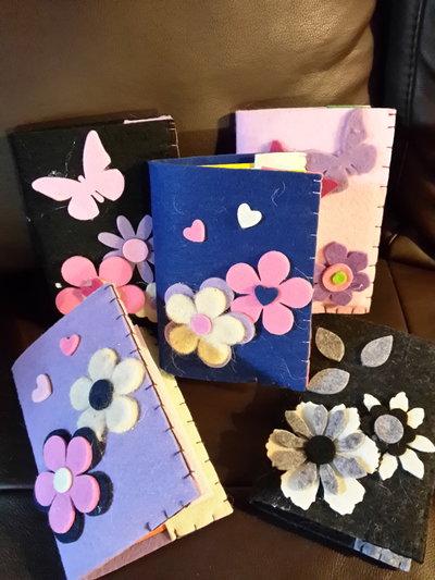 Quderni in feltro  con decorazioni fiori vari, cucito a mano