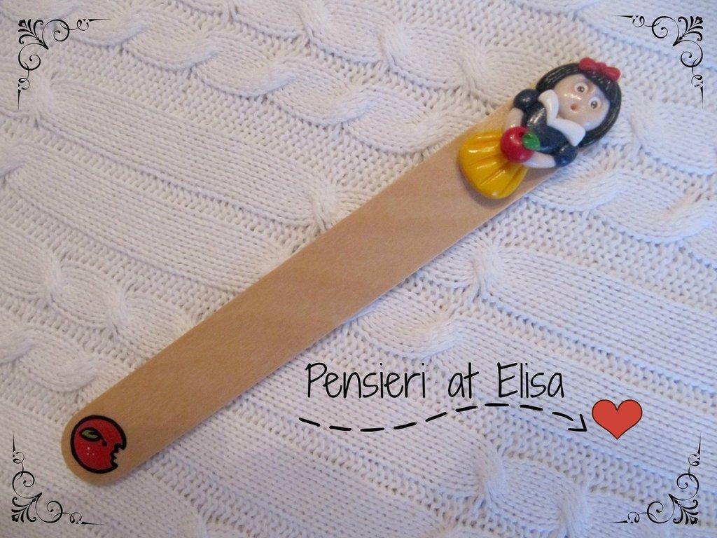 Segnalibro in legno Biancaneve handmade in fimo