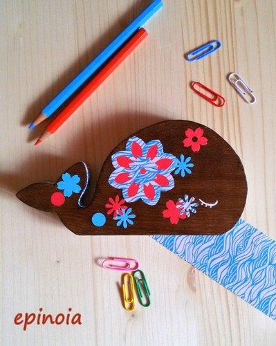Balena decorativa in legno
