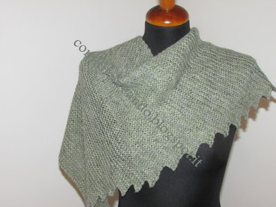 sciarpa assimetrica realizzata ai ferri amano