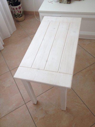 Tavolino in legno di abete (personalizzabile)