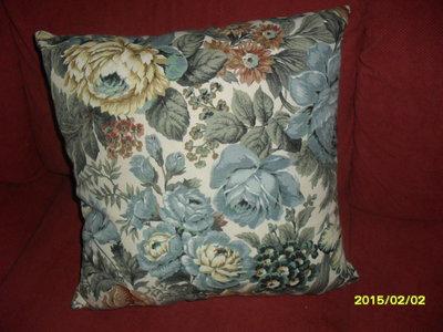 cuscini in fantasia floreale