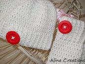 cappello e guanti senza dita lavorati all'uncinetto colore bianco e lurex