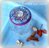 Vasetto vetro arabesco coperchio fondo azzurro e goccia dipinto a mano