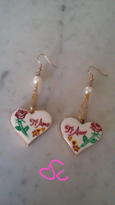 Orecchini pendenti a cuore dipinti a mano