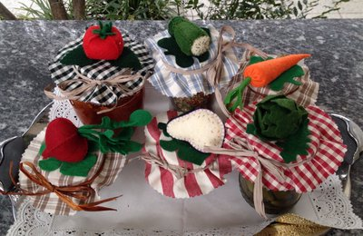 Copri tappo per barattoli da conserva, in stoffa con verdure in feltro
