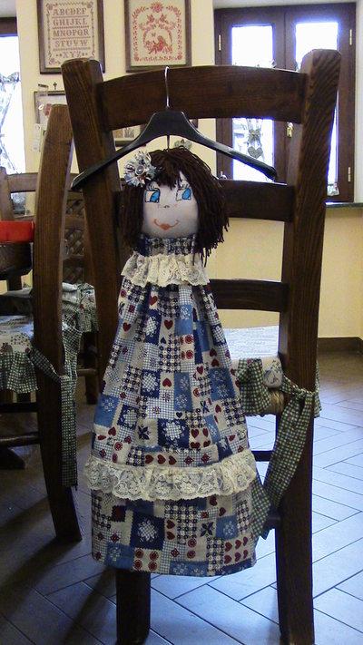 bambola porta buste creata a mano