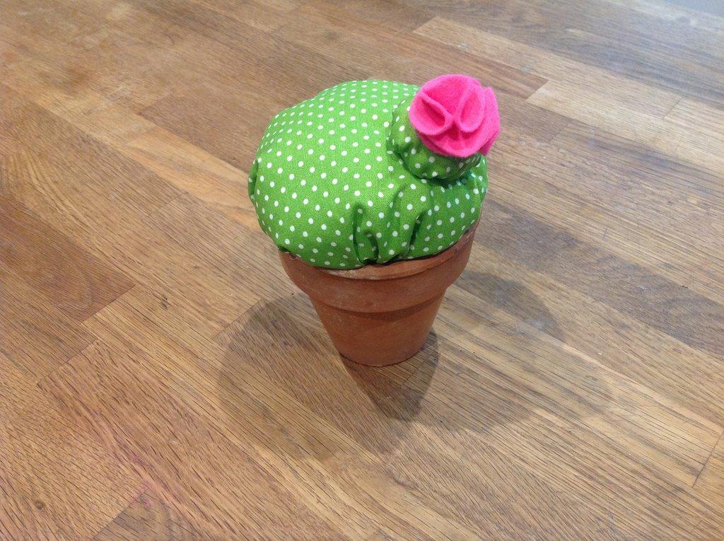 Puntaspilli cactus in tessuto