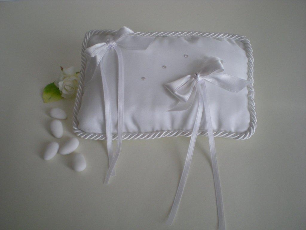 Cuscino portafedi in taftà bianco con cordoncino